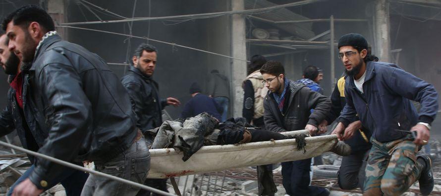 Al menos 36 personas, entre ellas diez menores, murieron hoy y otras 135 sufrieron heridas por...