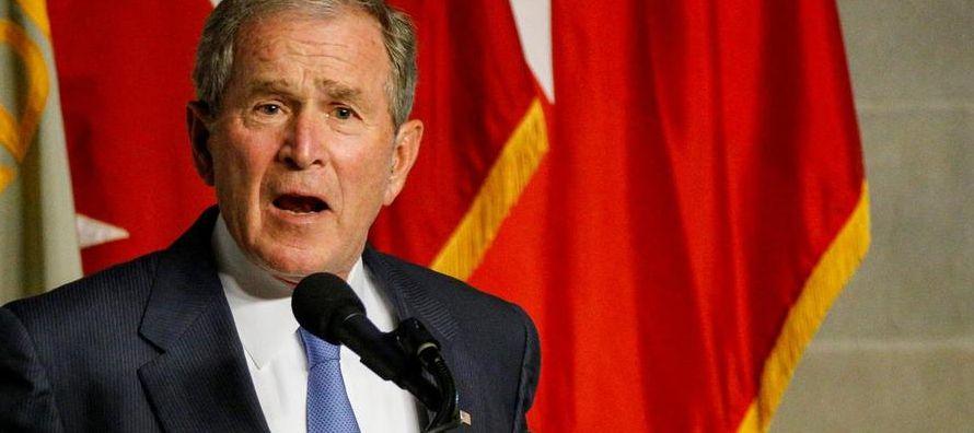 """""""Pero se entrometieron y eso es peligroso para la democracia"""", dijo Bush, quien..."""