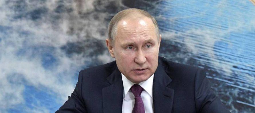 En vísperas de las elecciones presidenciales en Rusia, el jefe del Estado Vladímir...