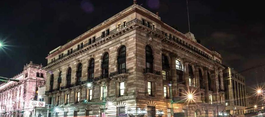 El Banco de México (Banxico) subió hoy en 25 puntos base la tasa de interés...