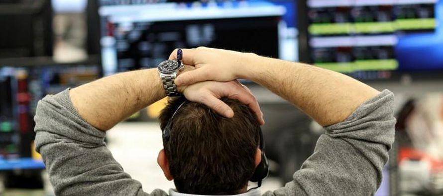 Las acciones se derrumbaron nuevamente el jueves en la bolsa de Nueva York en otra dramática...