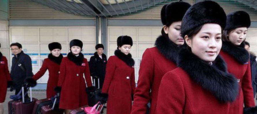 Los atletas de Corea del Norte y Corea del Sur, dos países divididos desde 1945, desfilaron...