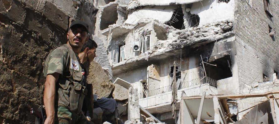 Según el Observatorio Sirio de Derechos Humanos, los enfrentamientos, que se desarrollan en...