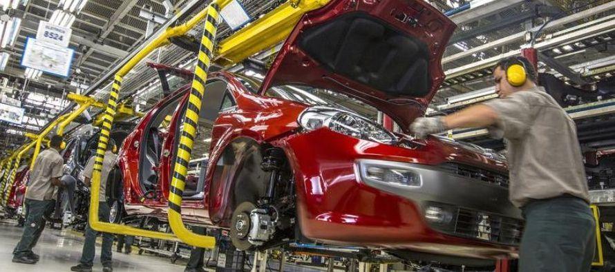 En cifras desestacionalizadas, la actividad industrial aumentó un 0,9 % en diciembre...