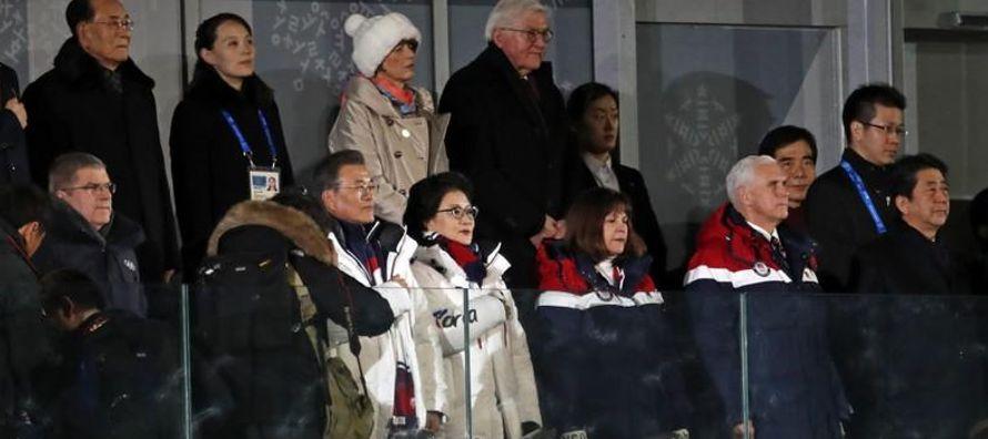 Antes de la recpción, medios surcoreanos reportaron que Pence se sentaría frente a...