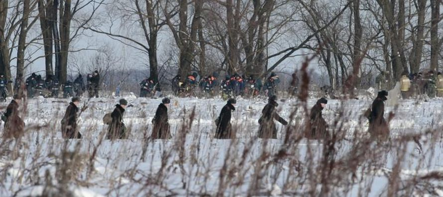 Los restos humanos y del fuselaje se extienden por un radio de un kilómetro alrededor del...