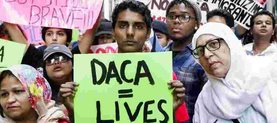 Trump ha ofrecido dar una vía a la ciudadanía a 1,8 millones de jóvenes...