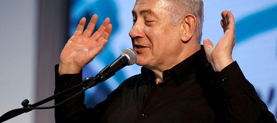 Netanyahu se reunió hoy con sus abogados y con asesores cercanos para consultarles en vistas...