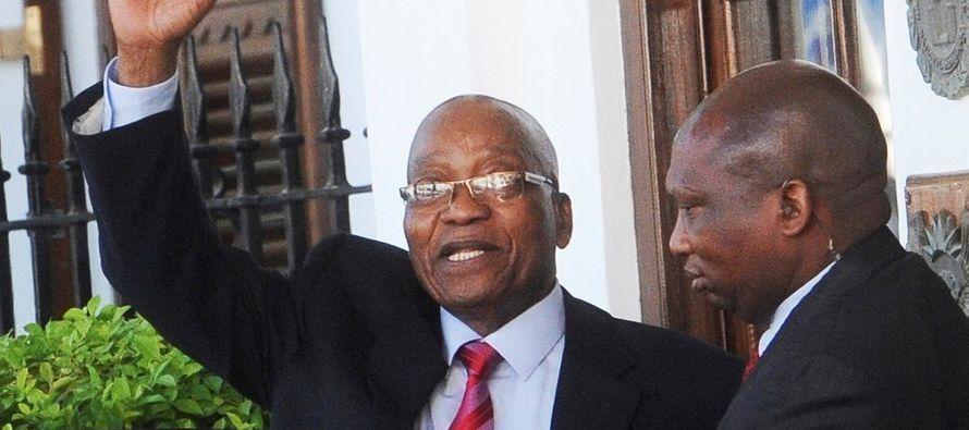 La oposición sudafricana reclamó hoy que la salida del presidente, Jacob Zuma, se...