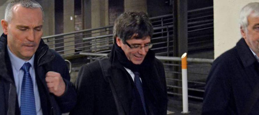 Si Puigdemont se encuentra en Bélgica entonces y se pidiera la entrega por todos los...