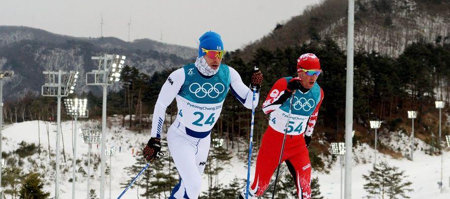 Lari Lehtonen, un atleta finlandés que practica esquí a campo traviesa, sacó a...