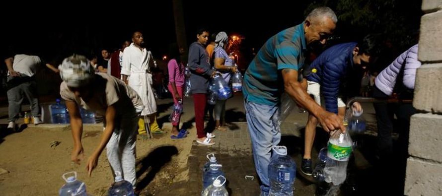 """Pero Ciudad del Cabo ha retrasado hasta el 4 de junio su """"Día Cero"""", cuando los..."""