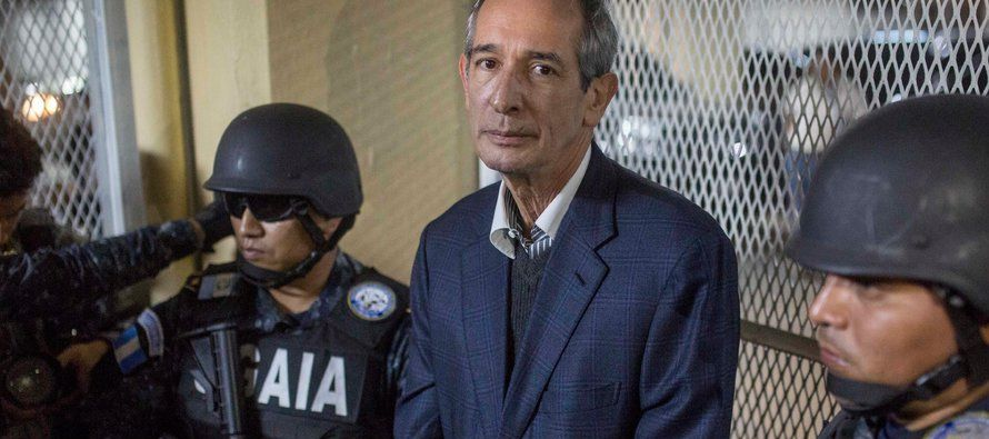 Colom y su exministro de Finanzas, Juan Alberto Fuentes Knight, fueron recluidos en las celdas de...