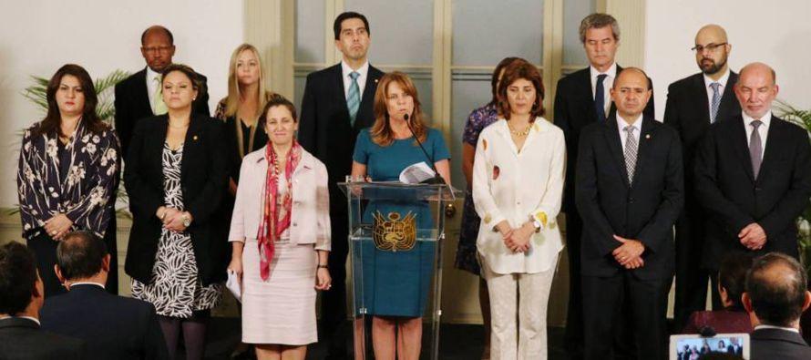 Horas antes del inicio de la quinta reunión, un grupo de venezolanos representantes de los...