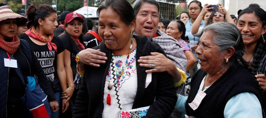 El reporte indica que a bordo de la camioneta viajaban 11 miembros del Concejo Indígena de...