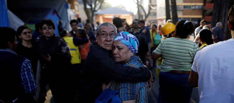 El temblor provocó escenas de pánico en distintos barrios de la capital. En las...