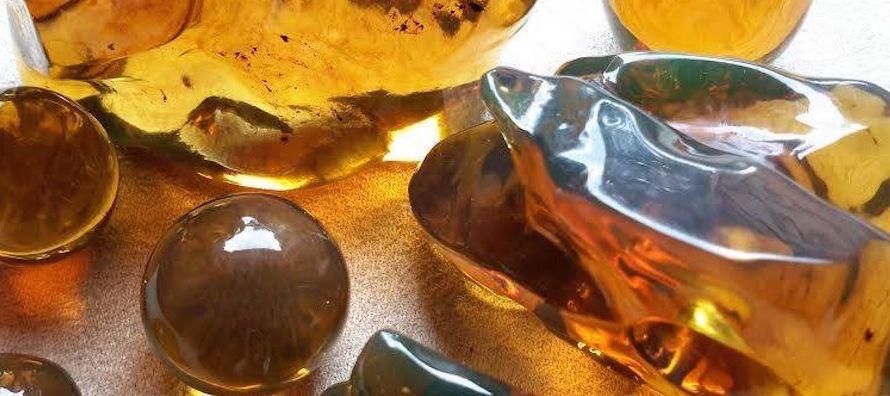 Esta resina fósil es considerada la de mayor dureza en el mundo, cualidad que le da un alto...