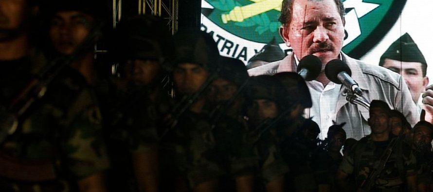 Por casi dos décadas, Rivas dirigió la oficina electoral de Nicaragua a la vez que...