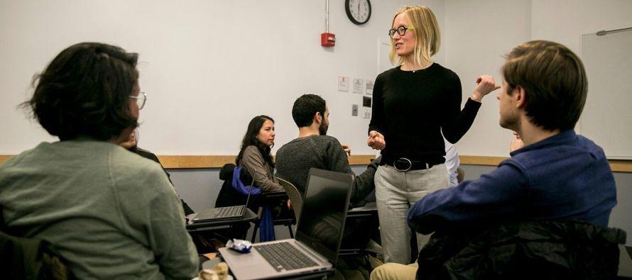 En otra asignatura que se imparte en Cornell, Karen Levy, quien también es profesora adjunta...