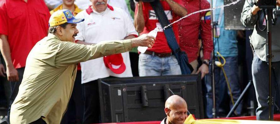 """Varios dirigentes opositores también criticaron la pieza. """"Que Maduro y su combo hayan..."""