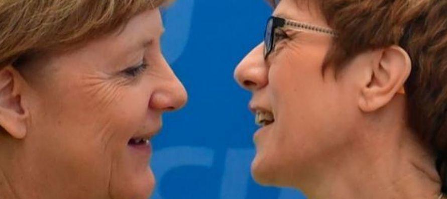 La canciller Angela Merkel ha empezado a redactar su testamento político ante el relevo que...