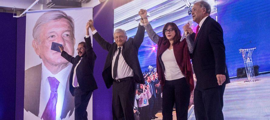 La polémica alianza de Andrés Manuel López Obrador con el partido...