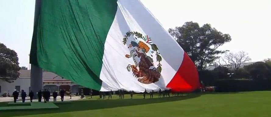 """""""Me han informado que ya la bandera monumental ha sido retirada porque fue mal colocada, mal..."""