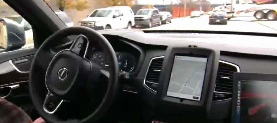En julio pasado, el fundador y consejero delegado de Baidu, Robin Li, viajó en un coche...