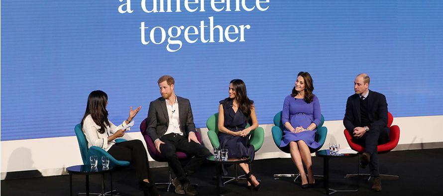 Markle, cada vez más presente en actos de la familia real británica, acudió...