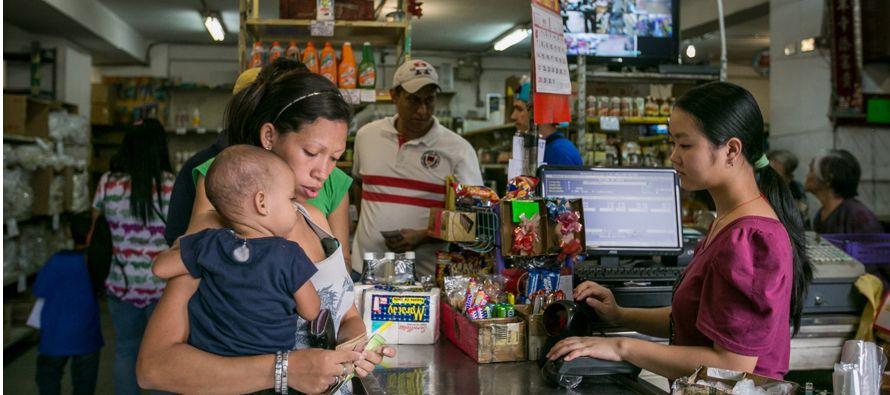 El deterioro económico venezolano ha ido aparejado con un incesante aumento de la...