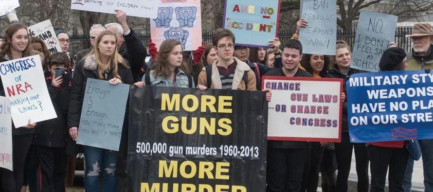 Una enmienda para prohibir las armas de asalto, incorporada en un proyecto más amplio, no...