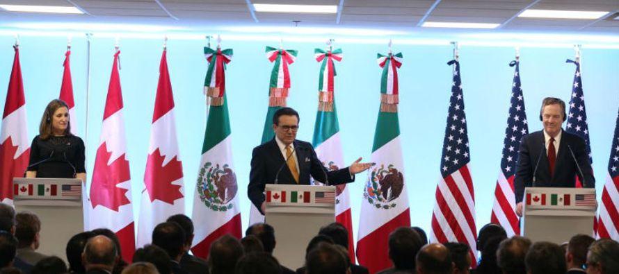 Al igual que titular mexicano de Economía, la ministra de Asuntos Exteriores de...