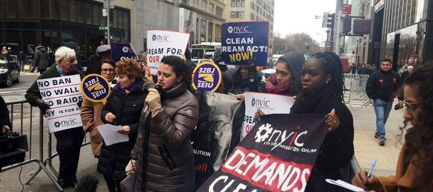 Los 'dreamers' piden al Congreso que ate la aprobación de la ley migratoria a la...