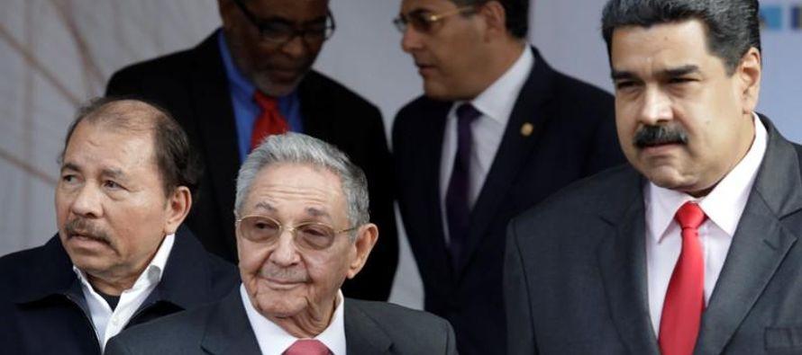 """""""Rechazamos la exclusión del presidente Nicolás Maduro de la octava Cumbre de..."""