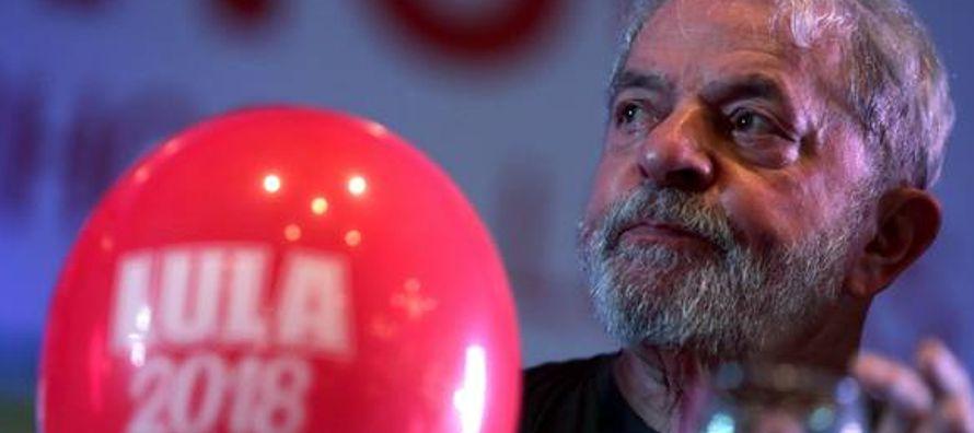 Luiz Inácio Lula da Silva fue condenado a 12 años y un mes de prisión por el...