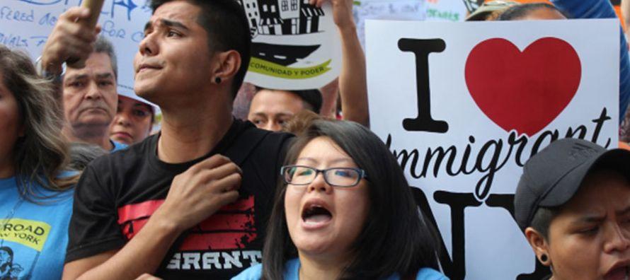 Este colectivo está protegido de la deportación mediante el plan DACA, que fue...