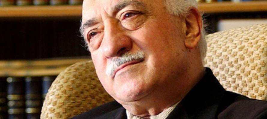 Las redes de seguidores de Gülen, que ocupaban numerosos puestos clave en...