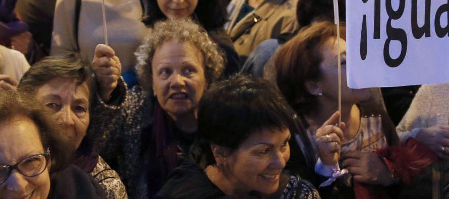 Por otra parte, más de un millar de periodistas se concentraron en Madrid con motivo de la...
