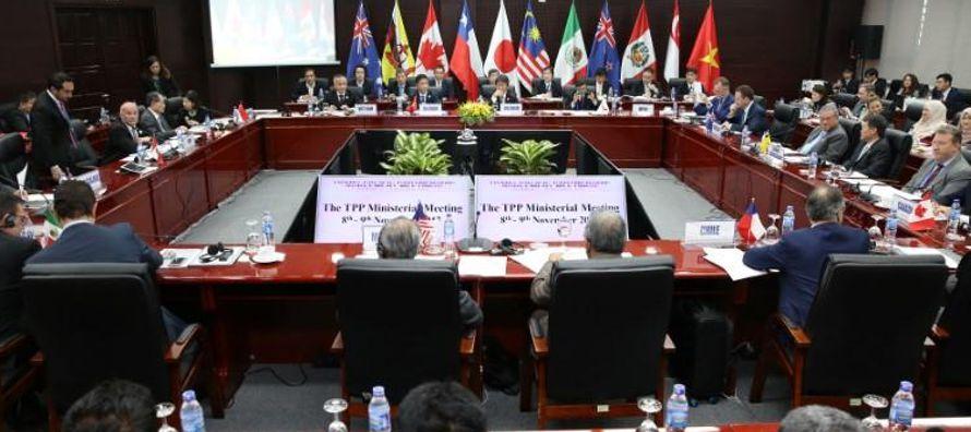 En una ceremonia encabezada por la saliente presidenta chilena Michelle Bachelet, los miembros del...