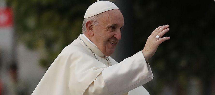 """McAleese fue la oradora principal en un simposio de católicas llamado """"Por qué..."""