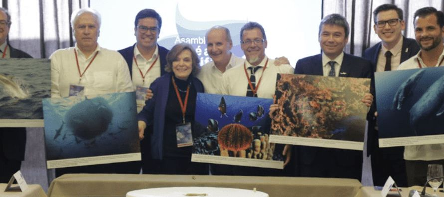 Reunidos en la Asamblea del Océano Pacífico, en el marco de la cumbre organizada por...