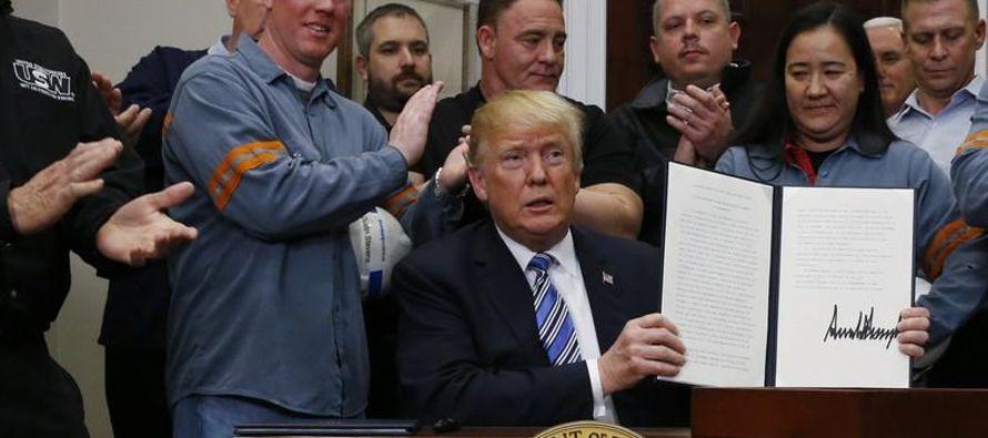 Trump describió las prácticas comerciales en los mercados del acero y aluminio como...