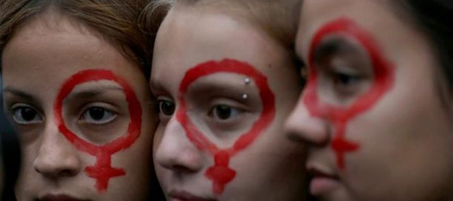 """Con el tatuaje como """"arma de empoderamiento"""", diseñadoras y activistas cubanas..."""