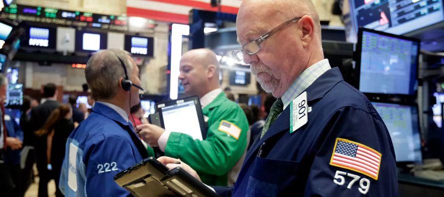 Al cierre de las operaciones, el índice compuesto del mercado Nasdaq, en el que cotizan los...