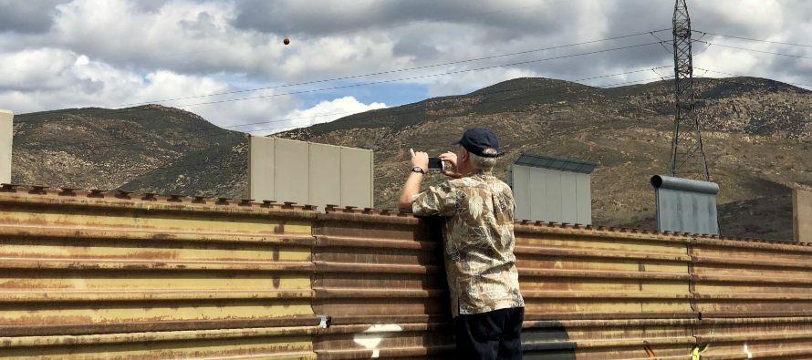 Uno a uno fueron bajando los 22 turistas, en su mayoría residentes de California, quienes...