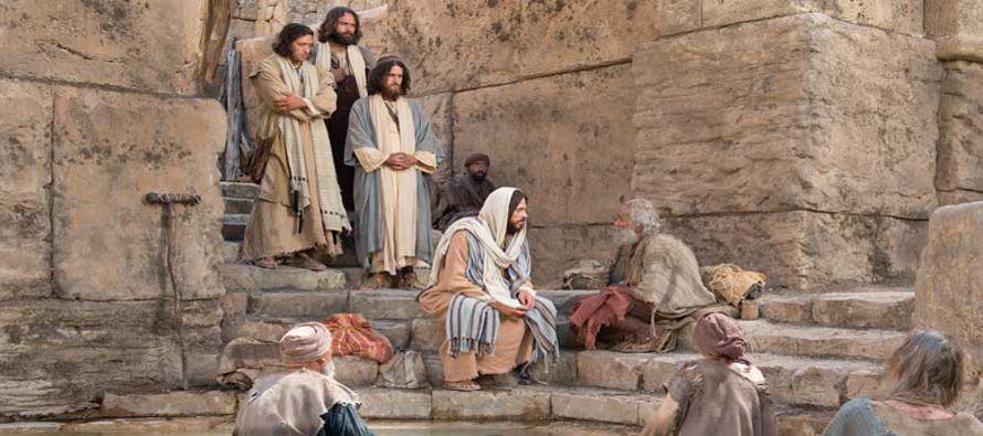 Había allí un hombre que llevaba treinta y ocho años enfermo. Jesús,...