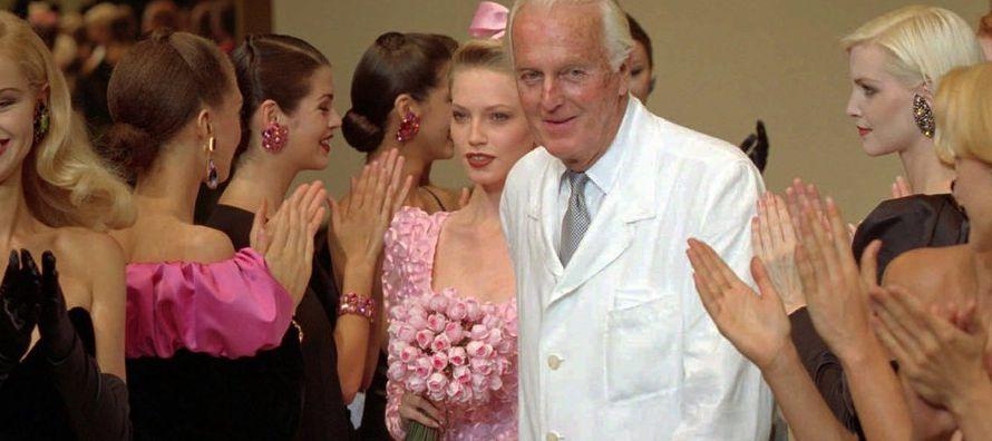 Su primer desfile, celebrado en febrero de 1952 cuando Givenchy solo tenía 24 años,...