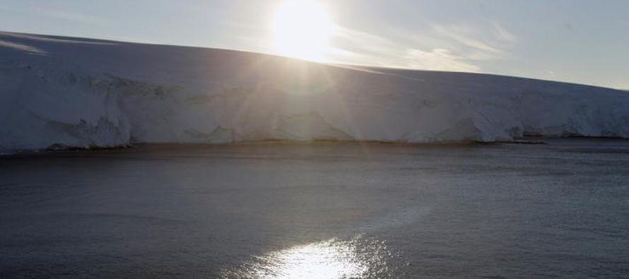 Pero el cambio climático y el crecimiento de la explotación pesquera de empresas de...
