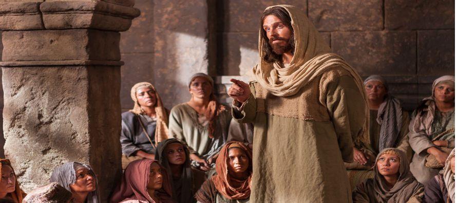 Mediada ya la fiesta, subió Jesús al Templo y se puso a enseñar. Decían...
