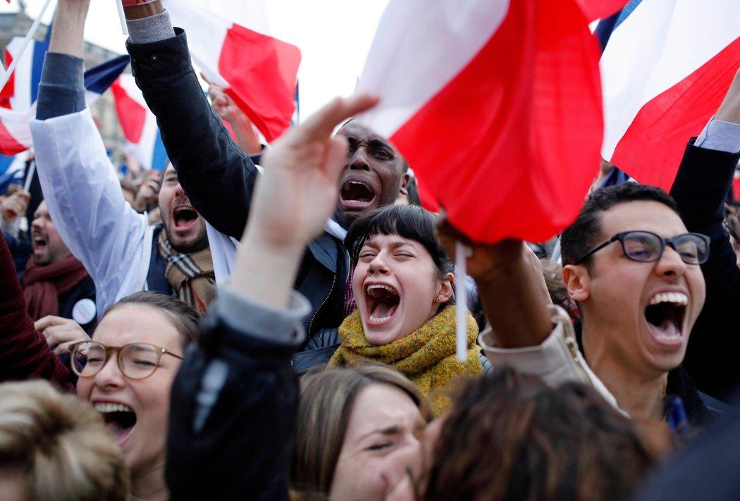 Macron derrotó a la candidata de ultraderecha Marine Le Pen, quien obtuvo un resultado por...